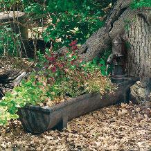 Fuentes de agua para jardines fuente con jardinera for Bombas de agua para fuentes de jardin